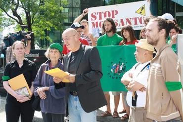 Action et conférence de presse en solidarité avec Haiti à Montréal Juin 2010